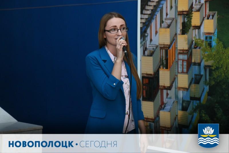 Музыкальное поздравление коллегам адресует врач акушер-гинеколог Елена Войтехович