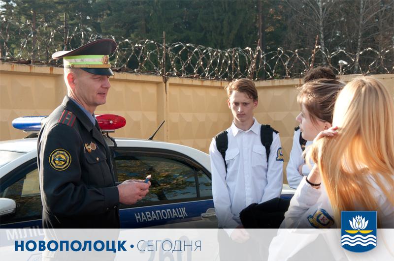 ВрИОД начальника отдела ГАИ Новополоцкого ГОВД Андрей Тулько проводит профилактичекую акцию