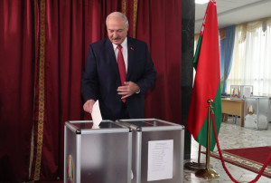 Президент Беларуси проголосовал на выборах депутатов в Палату представителей Национального собрания