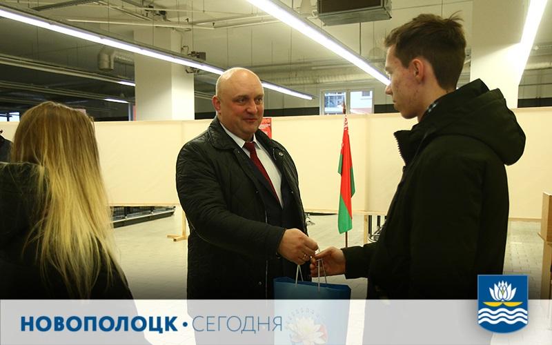 Дмитрий Демидов поздравляет впервые голосующих