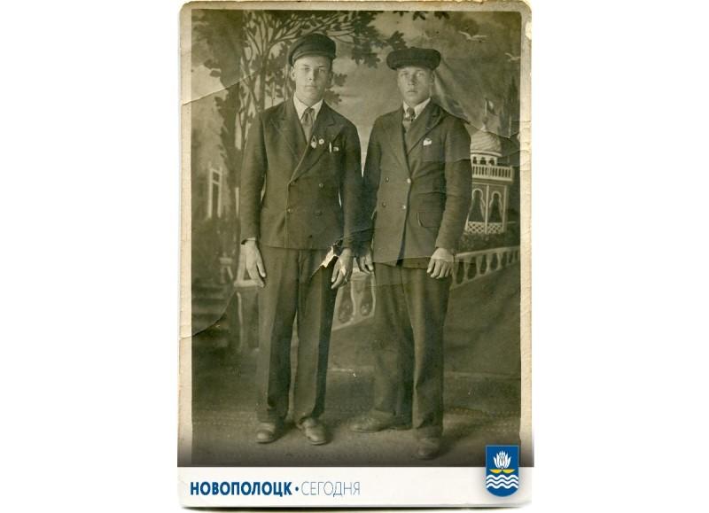 Август 1941-го: Сергей Кулёв слева