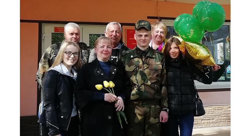 Илья Барановский_встреча из армии2