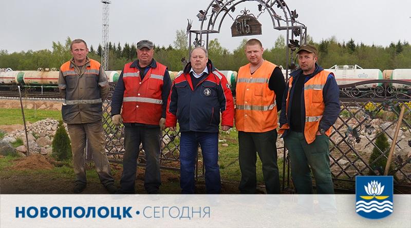 С.Прокофьев (в центре) с сотрудниками