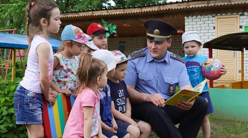 Василий Кривко в гостях у   дошколят