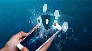 Уведомления от банков, одноразовые код-пароли, фото документов – какие сведения из телефона нужно удалять