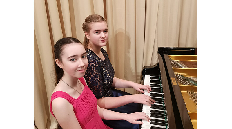 Яна Емельянова и Анастасия Васюкевич
