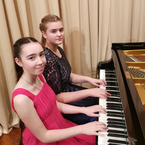 Яна Емельянова и Анастасия Васюкевич1
