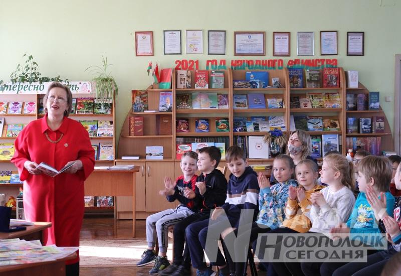 1 Богданова_передача книг