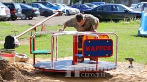 Новое игровое оборудование для детей появилось в одном из новополоцких дворов
