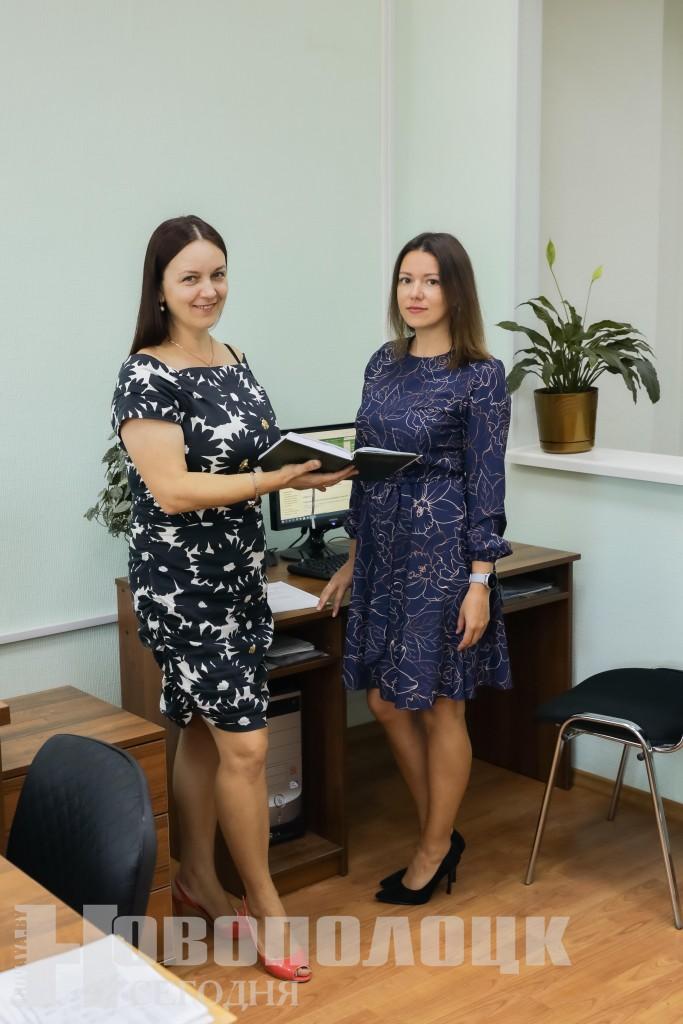 Начальник отдела статистики Марина Игнатенко (слева) отмечает высокую заинтересованность в работе экономиста отдела
