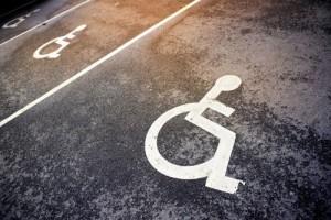 ГАИ напоминает новополочанам об ответственности за парковку на местах для инвалидов